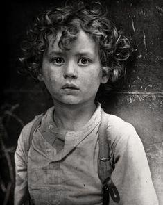 El fotógrafo de los trabajadores | Fotogalería | Cultura | EL PAÍS Golfillo de París', ca. 1918. Colección George Eastman House, 2012.
