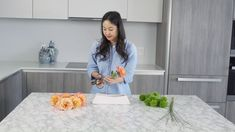 Find out how you can make modern flower arrangements at home with Banabox!Discover Ikebana, the Japanese art of flower arrangingGrocery flower arrangement DIYSupermarket flower arrangement! Flowers from the grocery made an arrangement for Day! Ikebana Arrangements, Summer Flower Arrangements, Ikebana Flower Arrangement, Beautiful Flower Arrangements, Wedding Arrangements, Floral Centerpieces, Summer Flowers, Floral Arrangements, Flowers Garden