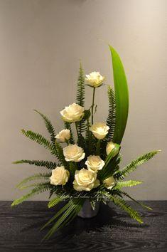 Basket Flower Arrangements, Creative Flower Arrangements, Altar Flowers, Funeral Flower Arrangements, Ikebana Arrangements, Church Flowers, Beautiful Flower Arrangements, Funeral Flowers, Flower Centerpieces