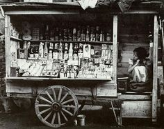 Photo by Yim, Eung-sik 1950 Streen vendor girl