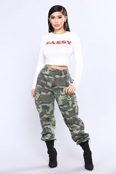 Keep it casual and low key but still sexy with the perfect tee from Fashion Nova. Mode Outfits, Retro Outfits, Trendy Outfits, Girl Outfits, Fashion Outfits, Fashion Trends, Really Cute Outfits, Beautiful Outfits, Tomboy Fashion