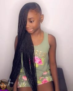 All styles of box braids to sublimate her hair afro On long box braids, everything is allowed! For fans of all kinds of buns, Afro braids in XXL bun bun work as well as the low glamorous bun Zoe Kravitz. Box Braids Hairstyles, Lemonade Braids Hairstyles, Black Kids Hairstyles, Girls Natural Hairstyles, Braided Hairstyles For Black Women, Braids Wig, African Hairstyles, Girl Hairstyles, Natural Hair Styles