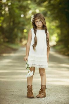 Brooke in Blu Pony Vintage. Little Girl Photos, Girl Pictures, Outfits Niños, Kids Outfits, Girl Photography, Children Photography, Teen Photo Shoots, Photographing Kids, Beautiful Children