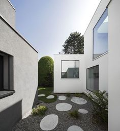 House extension in Base featuring a semi-enclosed courtyard.