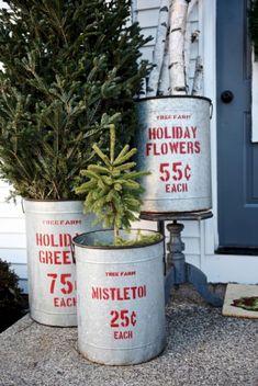 Nice 45 Awesome Christmas Front Porch Decor Ideas https://homeylife.com/45-awesome-christmas-front-porch-decor-ideas/