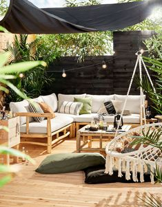 Black = hot in the garden. As with most home trends, you can also see this slowly seeping out: black is the new white, also in the garden with black garden furniture Backyard Garden Design, Terrace Garden, Small Backyard Gardens, Indoor Garden, Garden Landscaping, Outdoor Spaces, Outdoor Living, Outdoor Decor, Garden Furniture