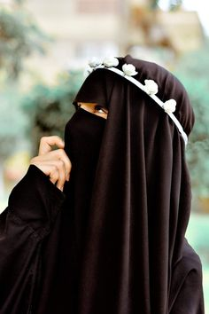 This scarf is the most important piece inside clothes of girls using hijab. As it is central to the accent wh Hijab Niqab, Muslim Hijab, Mode Hijab, Arab Girls Hijab, Muslim Girls, Muslim Women, Hijabi Girl, Girl Hijab, Niqab Fashion