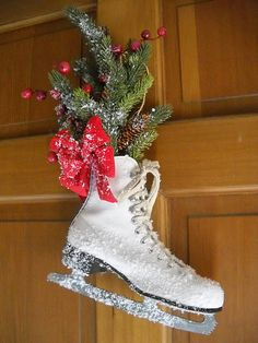 What a great decorations to make with ice skates!