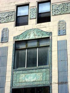 Art Deco | Exterior detail, Belle Shore Apartment Hotel, 1062 West Bryn Mawr Avenue, Edgewater, Chicago, Illinois. Designed by Nathaniel Koenigsberg, 1929.