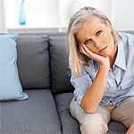 An increase in rheumatoid arthritis inflammation is called a flare. Learn what causes rheumatoid arthritis flares and how to avoid triggers to prevent them. What Causes Rheumatoid Arthritis, Prevent Arthritis, Arthritis Diet, Types Of Arthritis, Arthritis Exercises, Adrenal Fatigue Treatment, Adrenal Fatigue Symptoms, Adrenal Glands, Arthritis