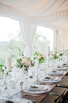 White Table setting - Image by Dominique Bader - Annasul Y Tulle Gown For A Classic White Wedding In Italy At Casa Cornacchi With Images From Dominique Bader