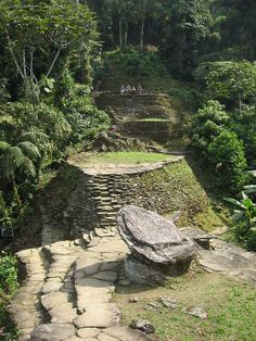 Ciudad Perdida Founded in 800 CE by the Tairona people; this city predates Machu Picchu by 650 years. The city is located in the Sierra Nevada Mountains of Colombia and features man-made terraces, intricate roads, and circular plazas. The city's. Machu Picchu, Trip To Colombia, Colombia Travel, Sierra Nevada Santa Marta, Site Archéologique, Lost City, Ancient Ruins, Archaeological Site, Countries Of The World