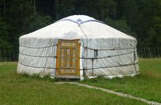 Smiling Woods Yurt Kits for Round, Permanent Living House Windows, House Roof, Wooden Yurts, Yurt Kits, Yurts For Sale, Galvanized Metal Roof, Yurt Home, Octagon House, Location Chalet