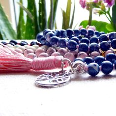 This is the freshly knotted SUGAR GURU ❤️ Visit my etsy shop to discover more malas