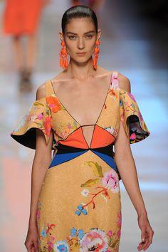 "Etro Dress  ""…He Made you garments.."" Surah Nahl, 81 ""….giyimlikler de Var etti..."" Nahl Suresi, 81"