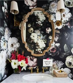 Bathroom wallpaper dark floral wallpapers 52 New ideas Bathroom Sconces, Bathroom Wallpaper, Downstairs Bathroom, Dark Wallpaper, Flower Wallpaper, Bathrooms, Luxury Wallpaper, Beautiful Wallpaper, Wallpaper Ideas