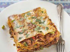 viande, poivron, lasagnes, sauce tomate, fromage râpé, poivre, Sel, herbes de Provence, huile d'olive, oignon, tomate