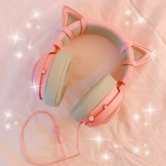 ω headphone aesthetic Cat Headphones, Girl With Headphones, Mode Kawaii, Otaku Room, Gaming Room Setup, Kawaii Room, Accessoires Iphone, Kawaii Accessories, Gamer Room