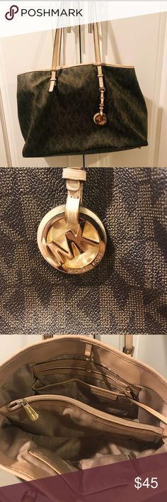 Michael kors // purse Michael kors tote purse Used but still a great purse!  Has pen marks at the bottom of purse Selling as is Michael Kors Bags Totes