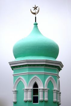 Mosque in Bo Kaap, Cape Town, South Africa Mosque Architecture, Religious Architecture, Art And Architecture, Ancient Architecture, Islamic World, Islamic Art, Beautiful Mosques, Place Of Worship, Beautiful Artwork