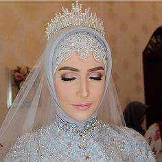New makeup wedding hijab eyes Ideas Muslimah Wedding Dress, Muslim Wedding Dresses, Wedding Hijab, Wedding Attire, Wedding Makeup, Wedding Bride, Muslim Brides, Bridal Hijab Styles, Bridal Veils And Headpieces