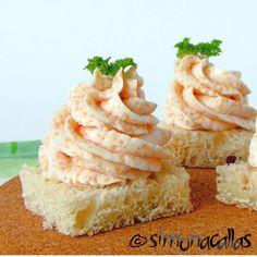 Salata Mimoza Mimosa Salad o reteta cu traditie - simonacallas Appetizer Recipes, Appetizers, Romanian Food, Romanian Recipes, Good Food, Yummy Food, Finger Foods, Sweet Tooth, Easy Meals