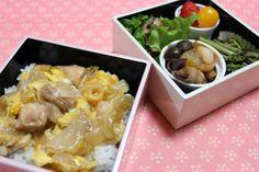 2014.4.18 Bento 親子丼、なすの豚肉巻き、豚肉とピーマンの炒めもの、わらび、とまと、苺