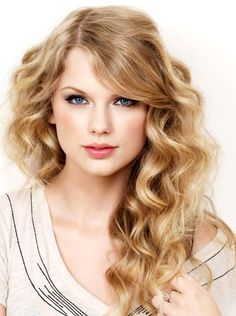 Celebrity hair colors - taylor swift with blond hair / coolspotters Taylor Swift Web, Taylor Swift Pictures, Taylor Alison Swift, Taylor Swift Curls, Taylor Swift Curly Hair, Swift 3, Taylor Swift Hair Color, Hairstyles For School, Latest Hairstyles