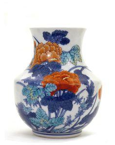 Japanese Imari Porcelain Imaemon Flower Signed Vase. pre 1960.
