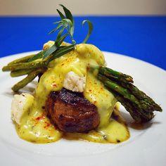 Steak prepared Oscar style, also known as Steak Oscar. Steak Recipes, Healthy Chicken Recipes, Gourmet Recipes, Dinner Recipes, Cooking Recipes, Oscar Style Steak, Steak Oscar, Steak Toppings, Oscar Food