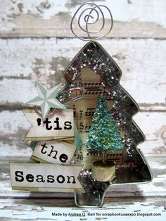 Are you looking for some Vintage Christmas Tree Decorations on this Christmas. Well here is a collection of vintage Christmas Decorations, that will guide you to [. Christmas Ornaments To Make, Noel Christmas, Homemade Christmas, Christmas Projects, Christmas Tree Decorations, Holiday Crafts, Vintage Christmas, Christmas Ideas, Lawn Decorations