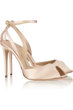 Paul AndrewEuropeaus satin-covered leather pumpsclose up