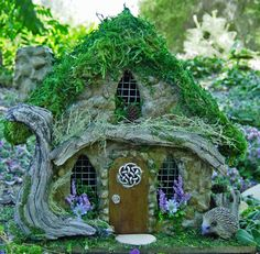 LOVE the driftwood detail on this Celtic fairy house, the green and dried mosses are nice, and the front wall is nice too +++++++++++++++++ Miniature-gardens.com #fairy #garden #house