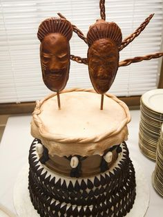 The history of wedding cake in Africa can be traced back to its colonial roots. True, this item is not exactly traditionally African but African wedding cakes are now some of the most unique. African Cake, African Theme, African Style, African Wedding Cakes, Safari Wedding, Safari Party, Drum Cake, African American Brides, Safari Cakes