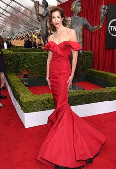 SAG Awards Red Carpet 2015 - Alyssa Reiner in a stunning and beautiful red gown by Cristian Siriano and Simon G.