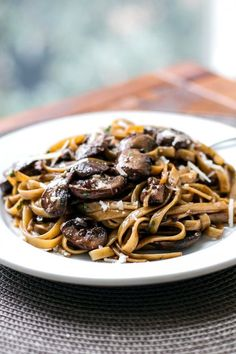 Super easy balsamic mushroom pasta - it's great for a weeknight dinner or date night! #pasta #mushrooms