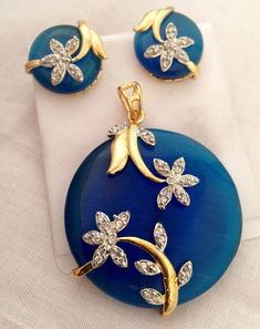 Pendant and earring set - Latest Jewellery Design for Women India Jewelry, Gems Jewelry, Stone Jewelry, Wedding Jewelry, Jewelery, Pendant Earrings, Pendant Jewelry, Pendant Set, Gold Jewellery Design