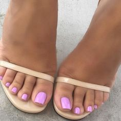farbe Pedi Season Get the look candy coat shade 425 Pedi Season Holen Sie sich den Look candy coat shade 425 Purple Toe Nails, Purple Toes, Pretty Toe Nails, Toe Nail Color, Cute Toe Nails, Summer Toe Nails, Pretty Toes, Bright Toe Nails, Gel Toe Nails