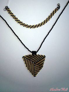 A M B R U S V A L I - 2. Szettek - Fekete - Arany háromszög medálos szett