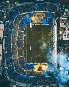 La Bombonera is the most famous soccer stadium in Argentina. Located in La Boca, it is home to Argentinian first division side Boca Junior. Soccer Stadium, Football Stadiums, Football Soccer, Soccer Skills, Soccer Games, Cr7 Messi, Neymar, Image Foot, Fc Barcelona