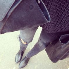 Grey Jeans and boots Love Fashion, Winter Fashion, Fashion Outfits, Fashion Women, Style Fashion, Best Ankle Boots, Elle Ferguson, Fade Styles, Vogue