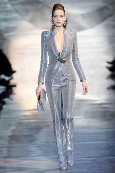 See all the Collection photos from Giorgio Armani Prive Spring/Summer 2010 Couture now on British Vogue Armani Prive, Couture Fashion, Runway Fashion, Womens Fashion, Fashion Trends, Love Fashion, High Fashion, Fashion Show, Smoking Noir