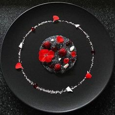 Amazing creation, by an unknown chef. Anybody know who made this ? Please comment below. Credit needs due Weight Watcher Desserts, Food Plating Techniques, Dessert Presentation, Low Carb Dessert, Food Decoration, Culinary Arts, Plated Desserts, Creative Food, Food Design