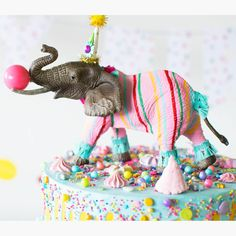 Custom Party Elephant from Painted Parade Making this for Sophie's next birthday! Elephant Birthday, Circus Birthday, Animal Birthday, Girl Birthday, Plastic Animal Crafts, County Fair Birthday, Animal Party, Party Animals, Mothers Day Crafts