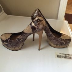 POUR La VICTOIRE Heels Stunning leather heels 'Vero Cuoio' size 7 Made in Brazil . Excellent condition. All reasonable offers considered Pour la Victoire Shoes Heels