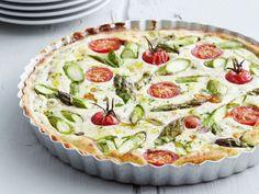 Ricotta-Tarte mit grünem Spargel und Tomaten ist ein Rezept mit frischen Zutaten aus der Kategorie Tarte. Probieren Sie dieses und weitere Rezepte von EAT SMARTER!