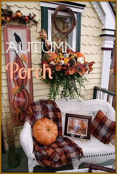 Pumpkin: Cute cottage porch decorated for fall. Pumpkin: Cute cottage porch decorated for fall. Fall Home Decor, Autumn Home, Diy Autumn, Thanksgiving Decorations, Seasonal Decor, Holiday Decor, Pumpkin Decorations, Halloween Decorations, Autumn Decorating