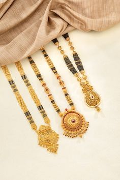 "Photo from Neelkanth Jewellers Pune ""Portfolio"" album Jewelry Design Earrings, Gold Earrings Designs, Gold Jewellery Design, Necklace Designs, Dubai Gold Bangles, Dubai Gold Jewelry, Gold Mangalsutra Designs, Gold Jewelry Simple, Fashion Jewelry"