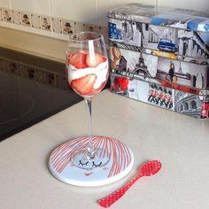 Copa de yogurt y fresas