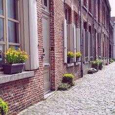 Schreef over de fijne straatjes van Mechelen 🖤 #visitmechelen